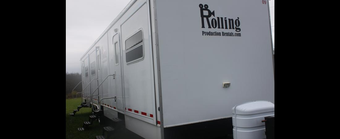 Three-Roomer Actor Trailer With Fireplaces & Flatscreens